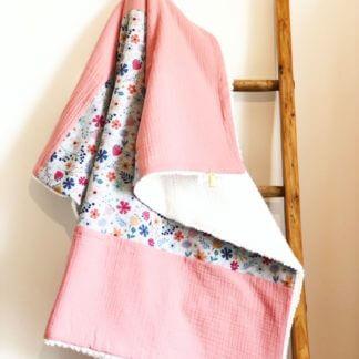 Couverture bébé faite main fleurie fabrication auvergnate marque auvergne
