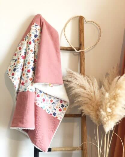 couverture fleurie blanche et rose made in auvergne