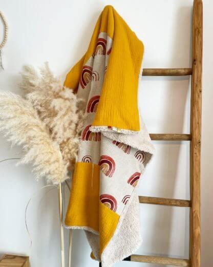 Couverture bébé arc en ciel moutarde clermont fd